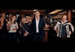 John De Bever – Daar in dat kleine café aan de haven